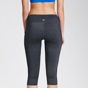Forever 21 Gray Active Cropped Leggings size M